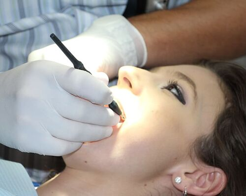 zahnreinigung-dental-repairs-treat-teeth-brushing-teeth2